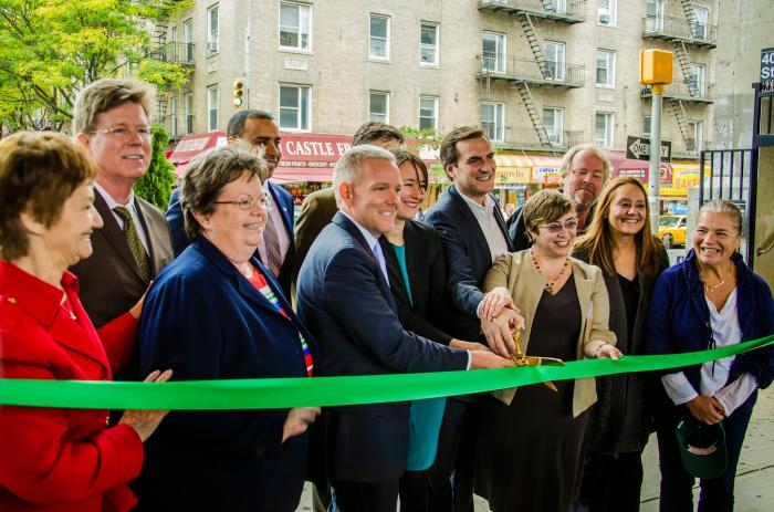 Lowery Plaza Now Open in Sunnyside-10-24-14